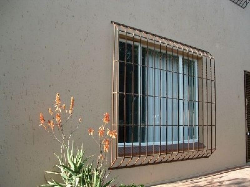 Grade de Proteção de Ferro para Porta dos Fundos Preço Parque São Jorge - Grade de Proteção para Janela em Ferro