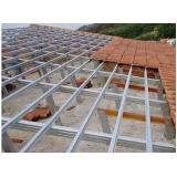 estrutura metálica em telhado